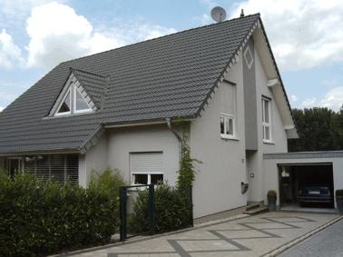 Fassadengestaltung einfamilienhaus grau  Architekturbüro Gruben =-